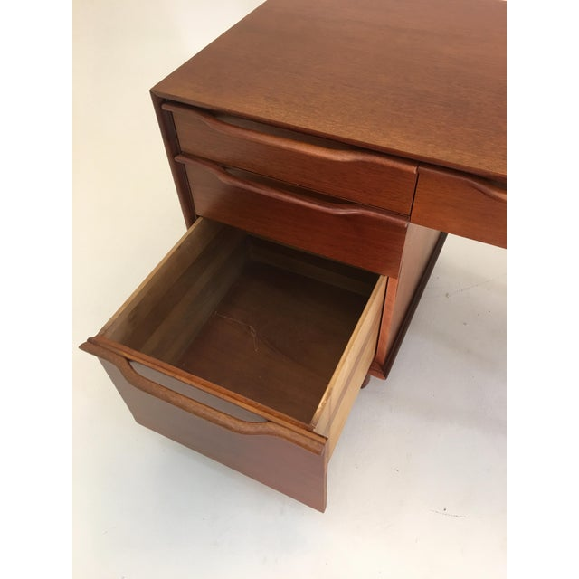 Honduran Mahogany Vanity by Hickory Manufacturing For Sale - Image 10 of 13