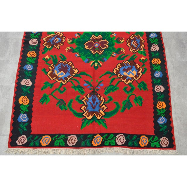Vintage Turkish Floral Kilim Area Rug - 5′3″ X 7′5″ For Sale - Image 7 of 8
