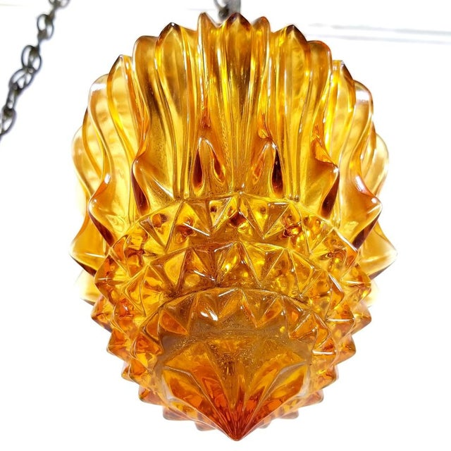 1960s Mid-Century Modern Hollywood Regency Amber Swag 5 Crackle Globe Brass Hanging Lamp For Sale - Image 12 of 13