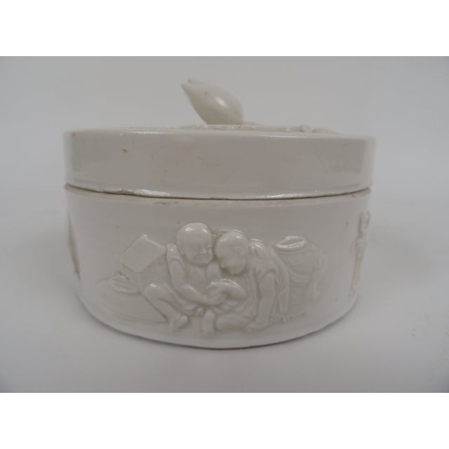 1920s Chinese Round Ceramic Box For Sale - Image 10 of 12