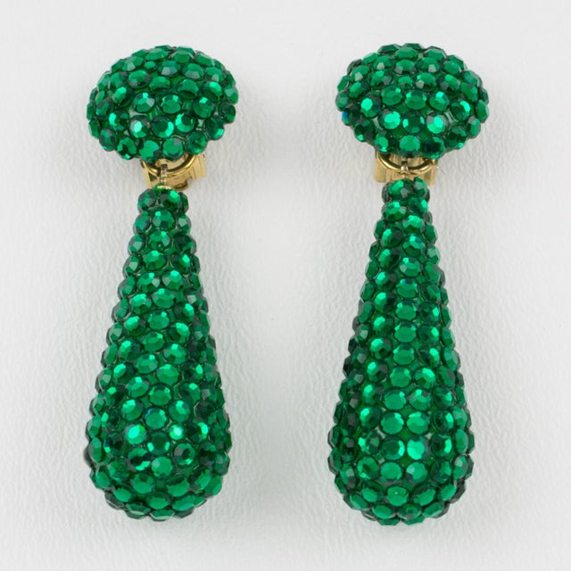 Contemporary Richard Kerr Dangle Clip on Earrings Emerald Green Crystal Rhinestones Paved For Sale - Image 3 of 7