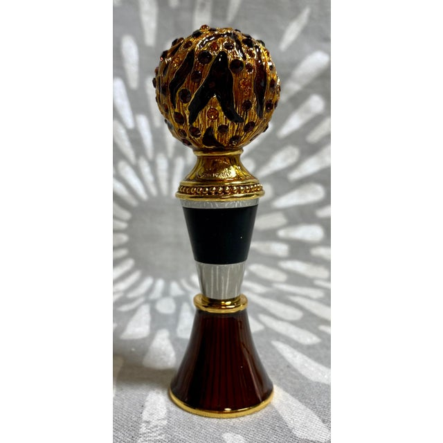 Jay Strongwater Enamel & Rhinestone Bottle Stopper & Stand For Sale - Image 10 of 10