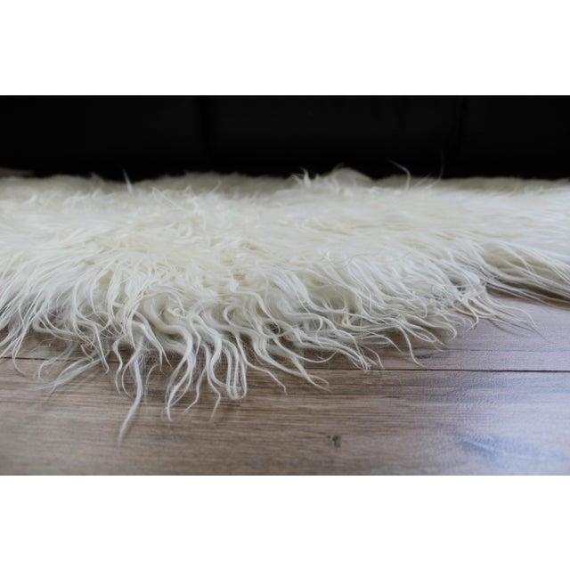 Animal Skin Contemporary Icelandic Sheepskin Shade of White Rug Throw For Sale - Image 7 of 9