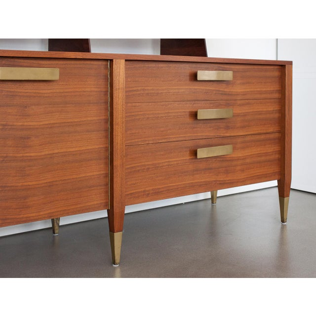 Gio Ponti for Singer & Sons Model 4120 Walnut Display Cabinet - Image 8 of 11