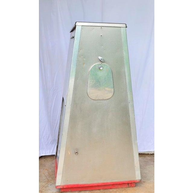 Vintage Mobil Oil Pegasus Advertising Display Cabinet For Sale - Image 4 of 13
