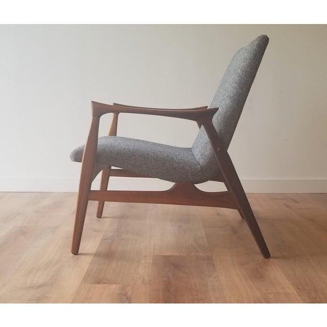 Mid-Century Modern 1950s Arne Hovmand-Olsen Lounge Chair (Model 240) for Mogens Kold Møbelfabrik - Newly Upholstered For Sale - Image 3 of 13