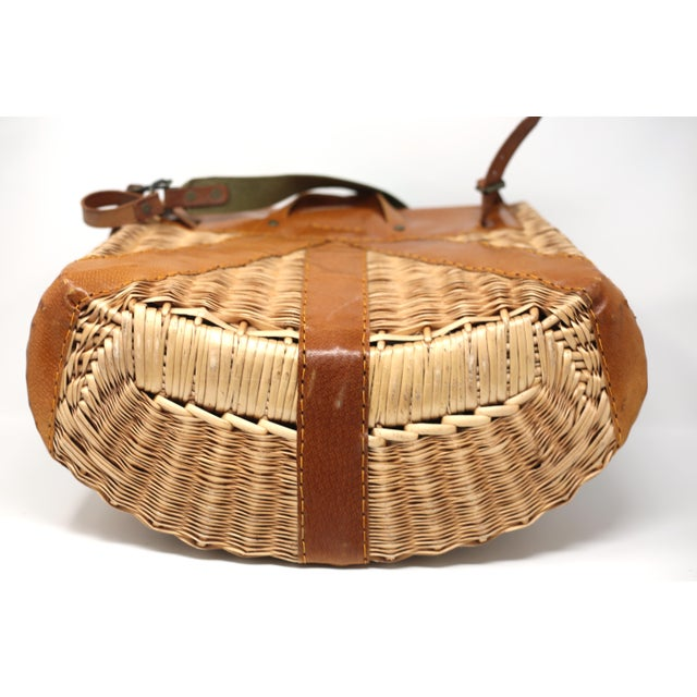 Vintage Leather and Wicker Fly Fishing Basket For Sale In Tampa - Image 6 of 12