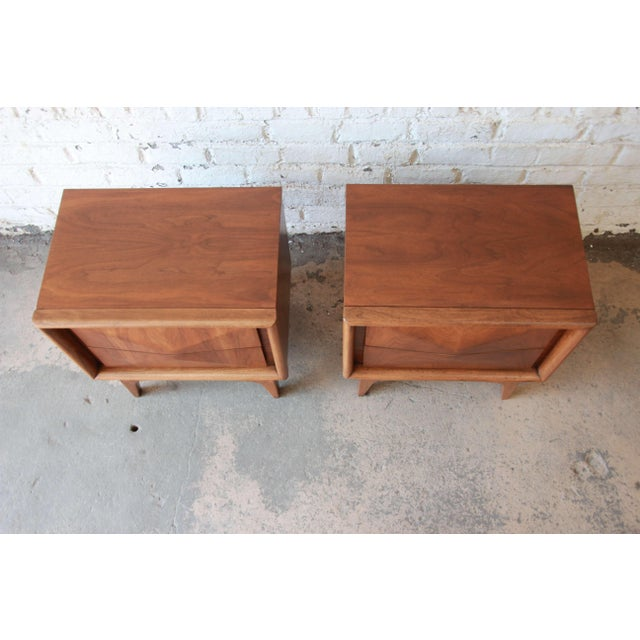 Walnut Mid-Century Modern Diamond Front Nightstands by United - A Pair For Sale - Image 7 of 10