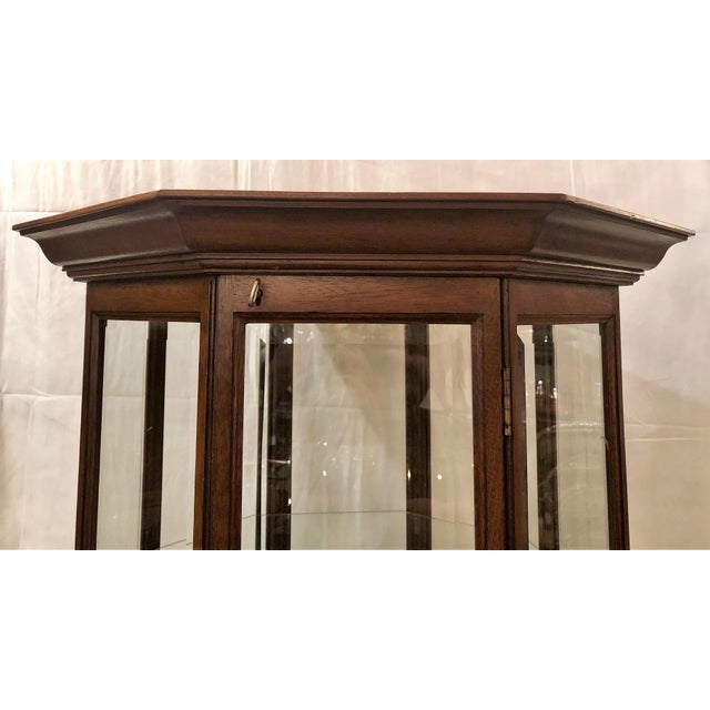 Traditional Hand-Made American Octagon-Shaped Mahogany Display Cabinet With Beveled Glass. For Sale - Image 3 of 6