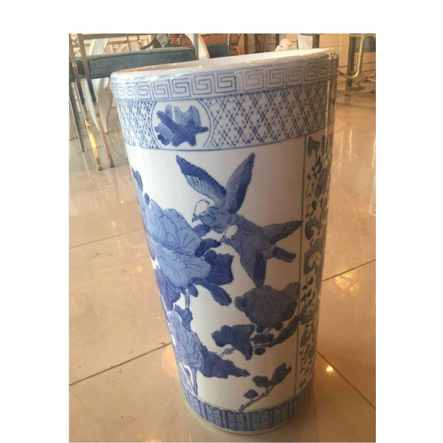 Vintage Chinoiserie Blue & White Ceramic Birds Greek Key Umbrella Stand For Sale In West Palm - Image 6 of 7