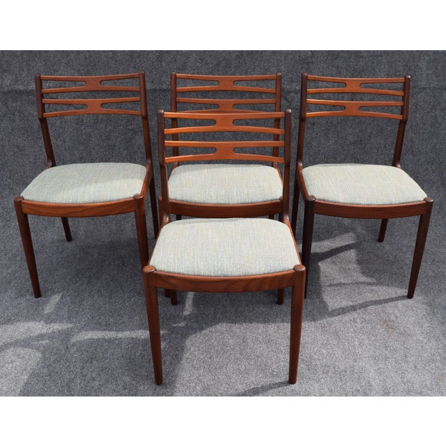 Johannes Andersen Vintage Johannes Andersen for Vamo Mobelfabrik Danish Modern Teak Model 101 Dining Chairs - Set of 4 For Sale - Image 4 of 7