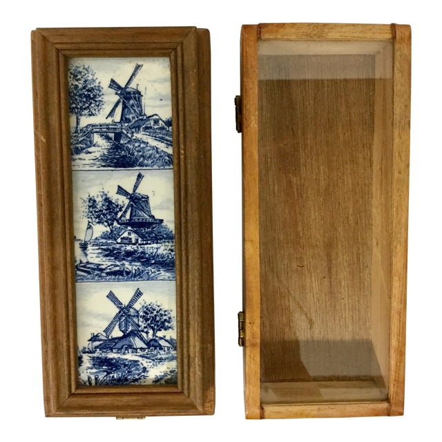 1960 English Traditional Cigar Boxes With Delftware Tile & Glass -a Pair For Sale