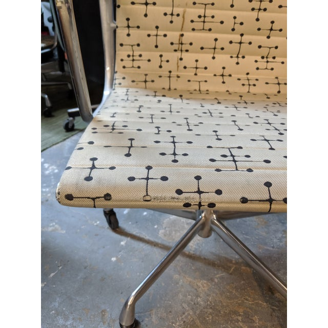 Herman Miller Eames Dot Fabric Aluminum Group Management Chair - Set of 10 For Sale In Dallas - Image 6 of 10