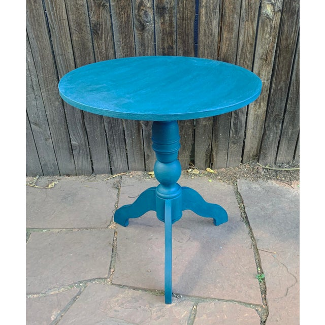 2000 - 2009 Transitional Teal Green Chalk Paint Round Pedestal Table For Sale - Image 5 of 13