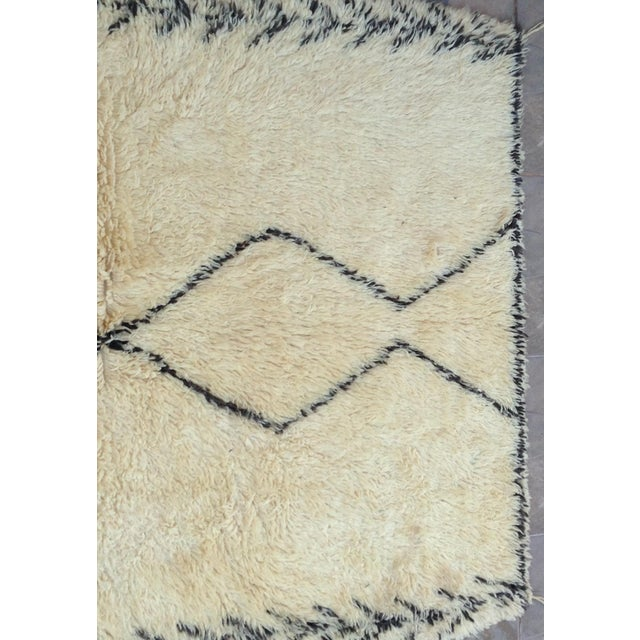 African 1980s Beni Ourain Rug- 6′1″ × 11′5″ For Sale - Image 3 of 8