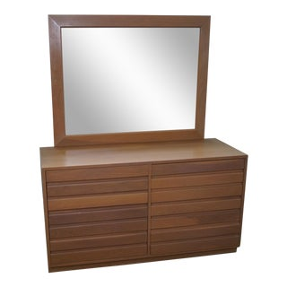 Sligh Cross Country Collection Mid-Century Dresser with Mirror For Sale