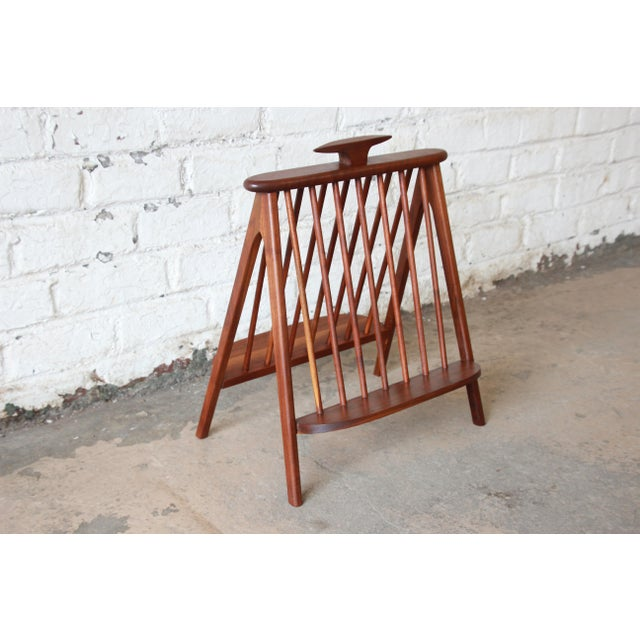Offering a gorgeous mid-century modern sculpted walnut record holder or magazine rack designed by Arthur Umanoff. The...