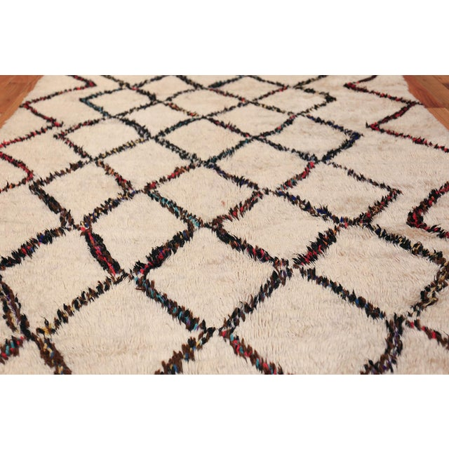 Boho Chic Vintage Beni Ourain Moroccan Ivory Rug - 4′8″ × 7′8″ For Sale - Image 3 of 9