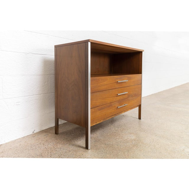 Mid Century Paul McCobb for Calvin Chest of Drawers For Sale In Detroit - Image 6 of 11