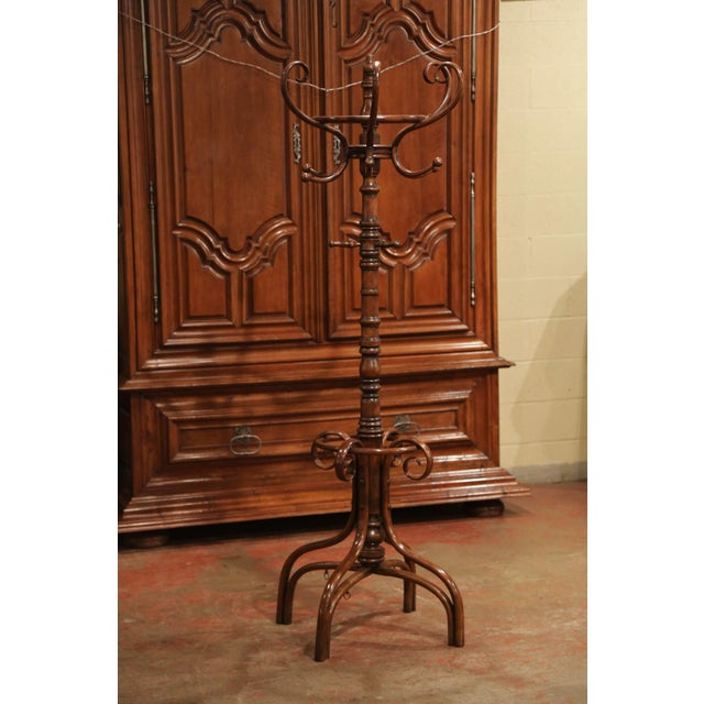 """Early 20th Century Carved Bentwood Swivel """"Perroquet"""" Coat Stand Thonet Style For Sale In Dallas - Image 6 of 8"""