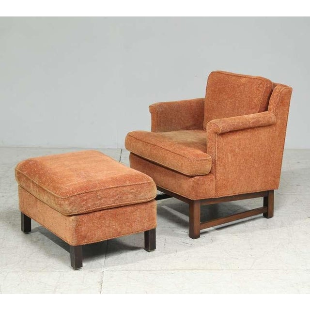 A Dunbar lounge chair with matching ottoman, designed by Edward Wormley. Dimensions of the ottoman are: height: 40 cm,...