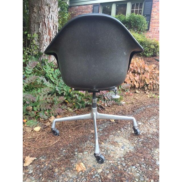 Herman Miller Fiberglass Swivel Office Chair - Image 4 of 7