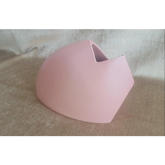 1980s 1980s Modernist Abstract J Johnston Salmon Pink Sculptural Vase Signed For Sale - Image 5 of 12
