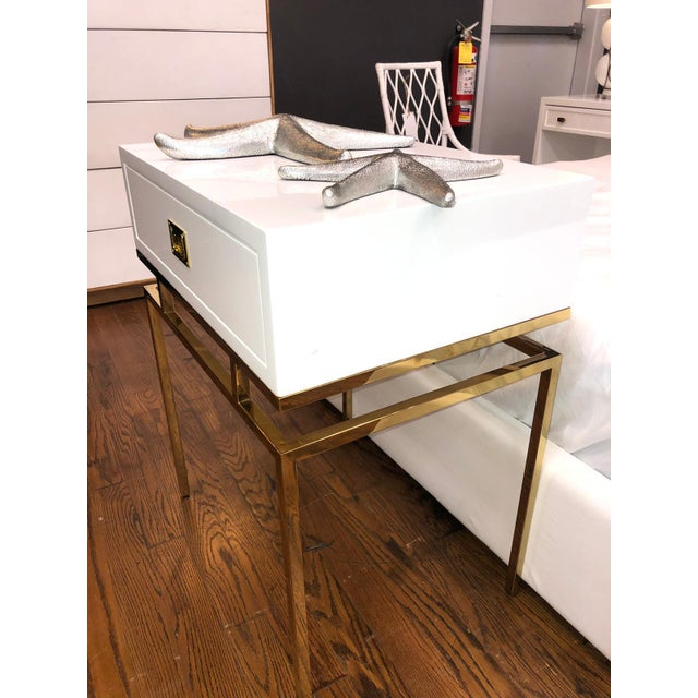 2010s Hollywood Regency White Lacquer & Brass Side Table For Sale - Image 5 of 6