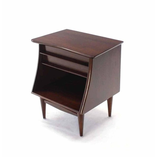 Early 20th Century Pair of American Walnut One Drawer Nightstands For Sale - Image 5 of 8
