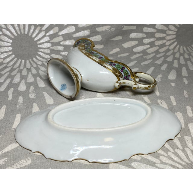 White Antique Hand-Painted Floral & Grape Wreath Morimura Bros Nippon Gravy Boat With Drip Dish- 2 Pieces For Sale - Image 8 of 9