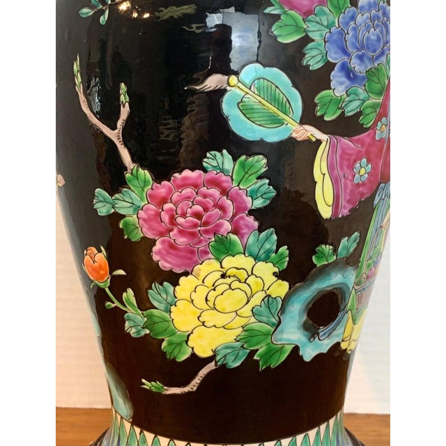 Japanese Vase With Black Background in the Style of Chinese Famille Verte For Sale In West Palm - Image 6 of 11