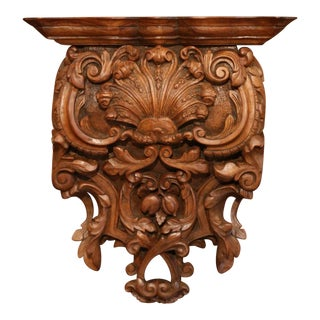 Mid-19th Century French Louis XIV Carved Walnut Wall Bracket With Shell Motif For Sale