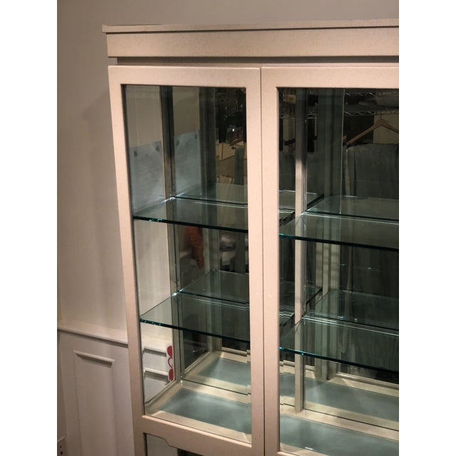 1980s Vintage Sally Sirkin Lewis for J. Robert Scott Hollywood Regency Lacquer Pagoda Display Showcase Cabinet For Sale - Image 5 of 7