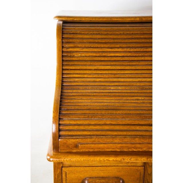 Late 19th Century Antique American Classic Oak Rolltop Writing Desk For Sale - Image 5 of 13
