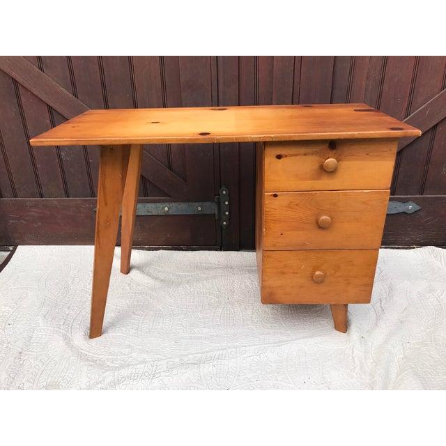 Paul McCobb Planner Series Pine Desk - Image 11 of 11