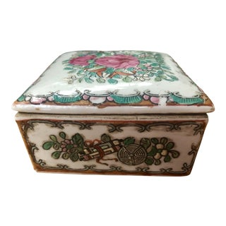 Chinese Famille Rose Canton Porcelain Trinket Box For Sale