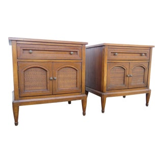 Mid Century Modern Pair of Nightstands Side End Tables by White Furniture 2367 For Sale