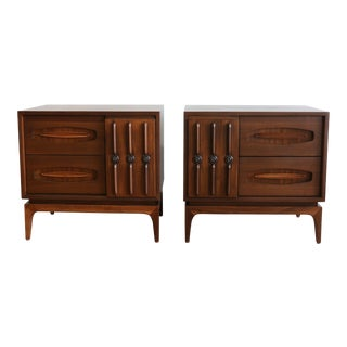 American of Martinsville Pair of Walnut Nightstands For Sale
