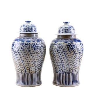 19th C. Chinese Hand-Painted Canton Blue and White Lidded Ginger Jars - a Pair For Sale