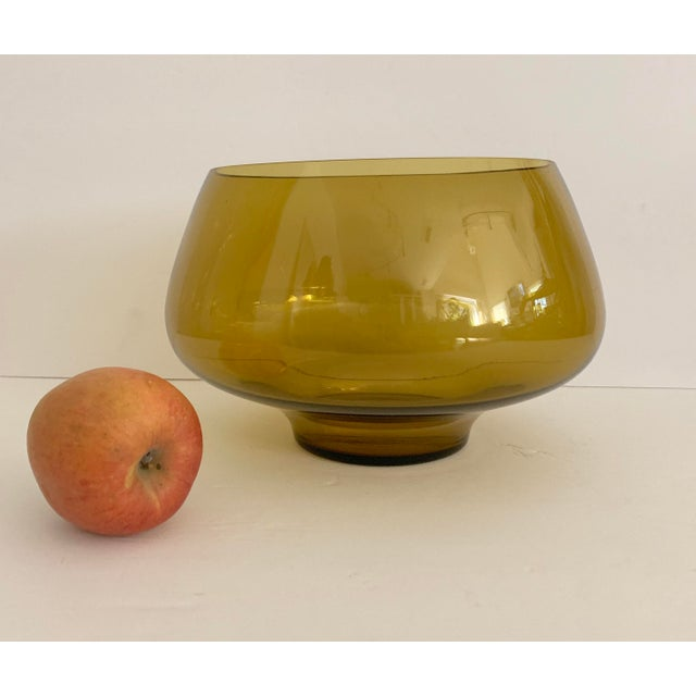 Mid Century Amber Glass Centerpiece Large Salad Bowl For Sale In Miami - Image 6 of 8