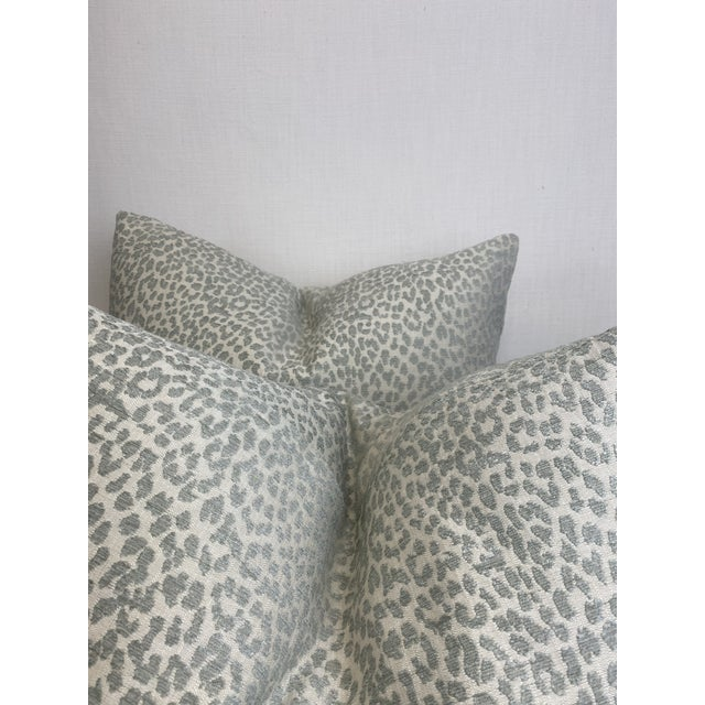 """Transitional Kravet """"Hutcherleigh"""" in Calm 22"""" Pillows - a Pair For Sale - Image 3 of 7"""