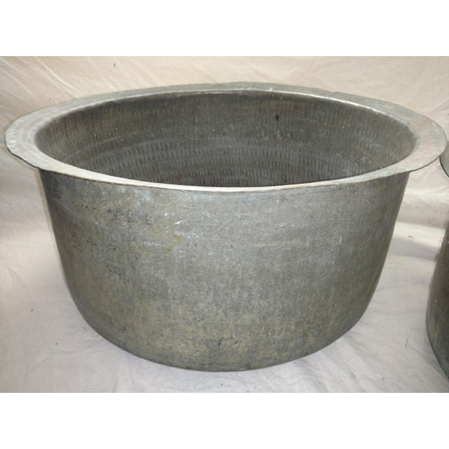 1940s Antique Ceylonese Hammered Metal Copper Bottom Cauldrons - Set of 3 For Sale - Image 5 of 13
