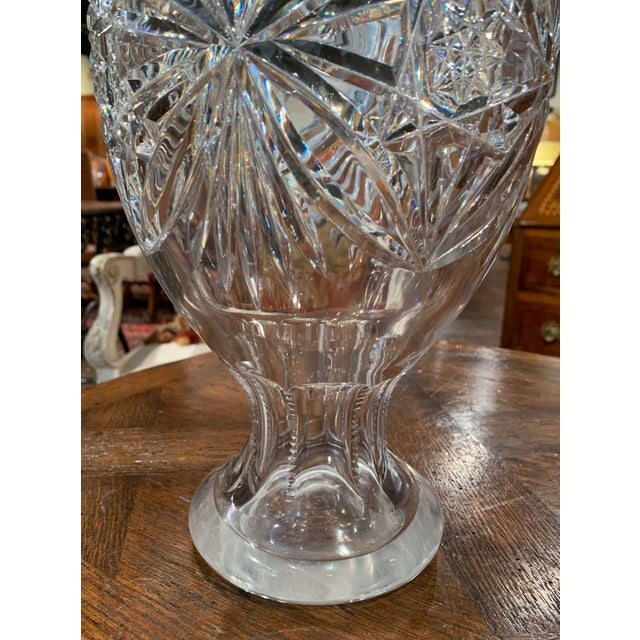 French Midcentury Clear Cut Glass Vase With Foliage and Star Motifs For Sale - Image 3 of 10