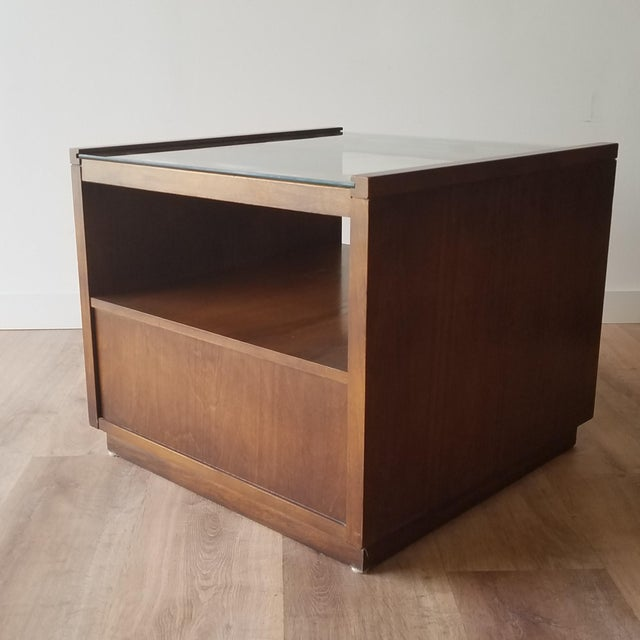 Vintage Mid-Century Modern Walnut Side Tables With Glass Tops - a Pair For Sale In Seattle - Image 6 of 13