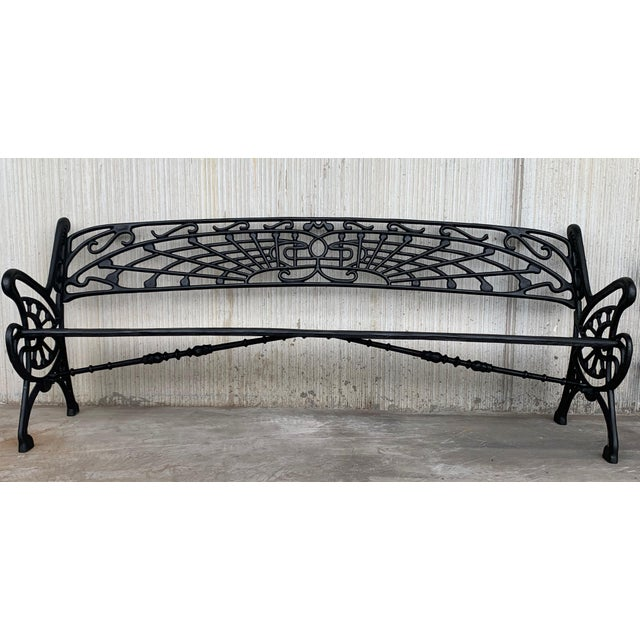 About New large black cast aluminum garden bench Very comfortable and resistant Its finish makes it able to withstand the...