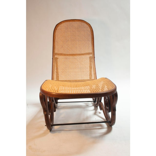Art Nouveau Bentwood Chaise Longue manufactured by Gebruder Thonet. Brass plaque indicating Gruau Barcelona.