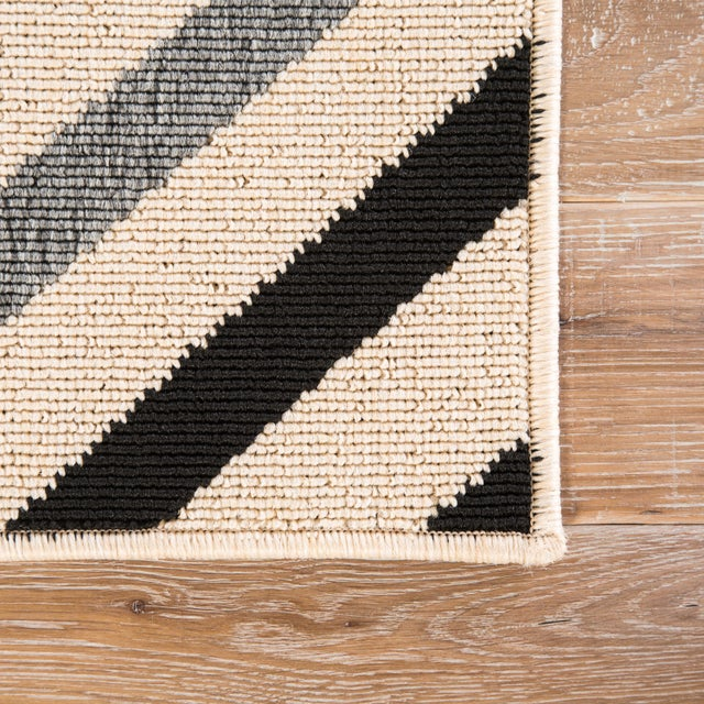 Contemporary Jaipur Living Begley Indoor/ Outdoor Geometric Black/ Gray Area Rug - 2′ × 3′7″ For Sale - Image 3 of 6