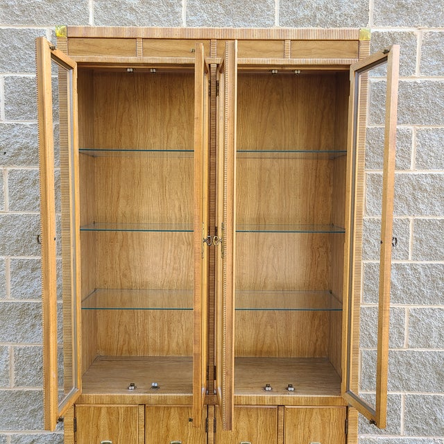 Mid-Century Modern Vintage Drexel 1pc Breakfront China Cabinet For Sale - Image 3 of 13