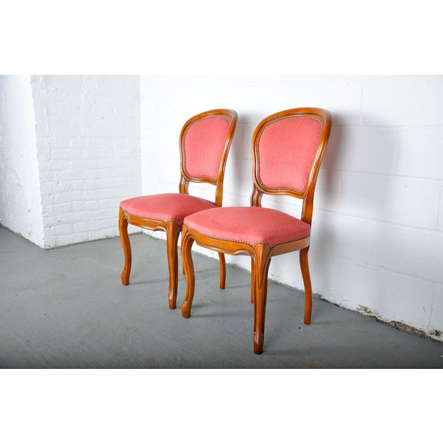 1950s 1950s Pair of Vintage French Louis XV Maple Dining Chairs W/ Off-Red Herringbone Wool Upholstery For Sale - Image 5 of 13