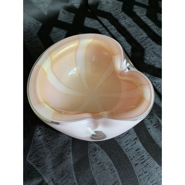 1950s Vintage Alfredo Barbini Italian Murano Cased Glass Dish With Light Pink and White Swirl For Sale In Chicago - Image 6 of 12